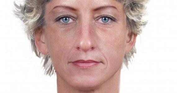 """Policjanci z Opola szukają kobiety, która wyłudziła 40 tysięcy złotych metodą """"na wnuczka"""". Funkcjonariusze opublikowali jej portret pamięciowy."""