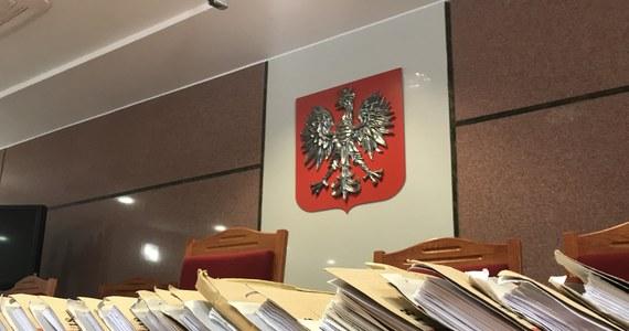 Cztery dni aresztu. To kara dla 69-latka, który podczas rozprawy sądowej zażył… tabakę.  Zdecydował tak Sąd Rejonowy w Tczewie w Pomorskiem. W piątek mężczyzna trafił do aresztu.