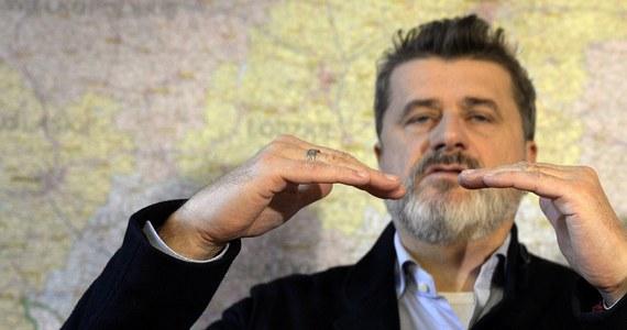 Jest zarzut dla byłego posła Janusza Palikota, jednak - jak dowiedział się reporter RMF FM Krzysztof Zasada, prokuratura nie jest w stanie mu go ogłosić. Chodzi o śledztwo dotyczące niezapłacenia przez byłego polityka ponad miliona złotych podatku po sprzedaży jednej z fabryk alkoholu.