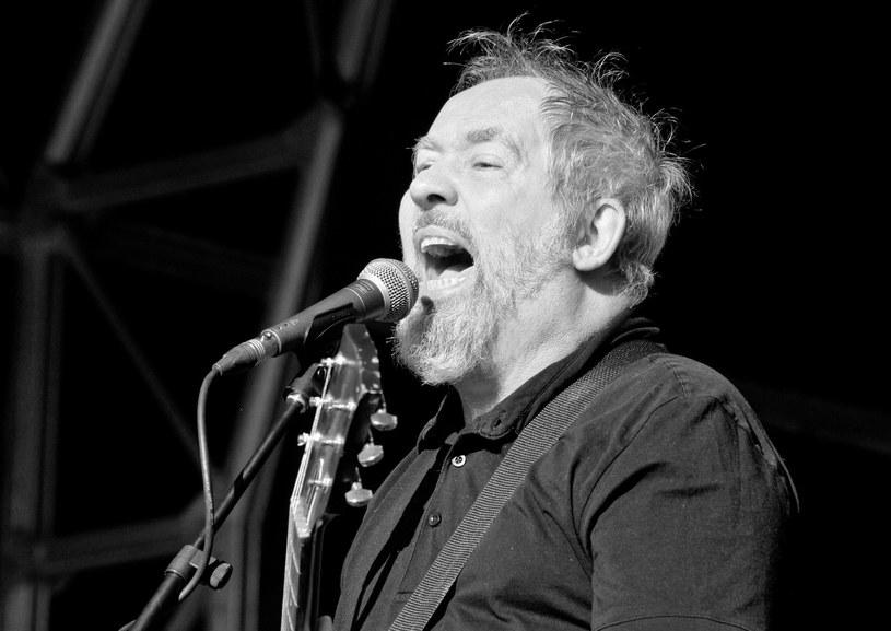 W mediach społecznościowych pojawiają się składane przez muzyków wspomnienia zmarłego Pete'a Shelleya, wokalisty punkrockowej grupy Buzzcocks.
