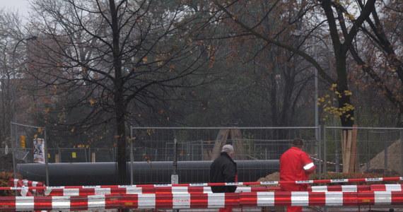 Do wycieku gazu z gazociągu niskiego ciśnienia doszło w piątek po południu w śródmieściu Olsztyna. Z pobliskiej szkoły ewakuowano uczniów. Sytuacja jest opanowana. Pracownicy pogotowia gazowniczego uszczelniają gazociąg.