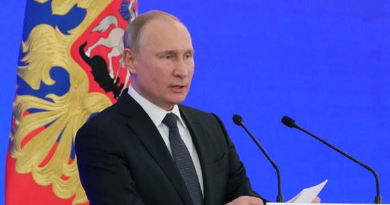 Rosyjska telewizja państwowa w materiale poświęconym nowym technologiom zamieściła krótką wypowiedź Katieriny Tichonowej, szefowej fundacji Innopraktika. Media zachodnie nazywają Tichonową młodszą córką prezydenta Rosji Władimira Putina.