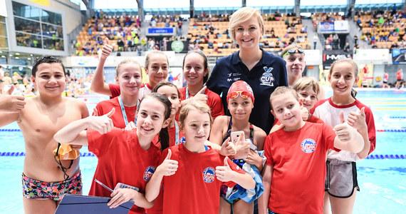 """""""Chcemy dać możliwość młodym pływakom do rywalizacji, a jednocześnie staramy się wyszukać talenty, które mogą w przyszłości dać sukcesy polskiemu pływaniu"""" – mówi mistrzyni olimpijska z Aten Otylia Jędrzejczak. W sobotę w Szczecinie rozpoczęły się dwudniowe zawody pływackie Otylia Swim Cup."""