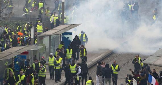 W związku z protestami prowadzonymi we Francji przez ogólnokrajowy ruch tzw. żółtych kamizelek, których sceną w sobotę stał się ponownie Paryż oraz kilka większych miast we Francji, władze zarządziły pilną weryfikację niektórych kont na Twitterze.