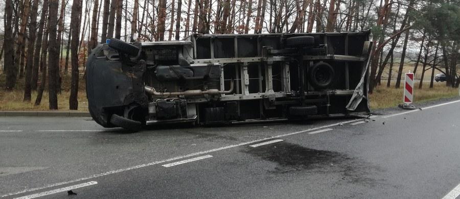 3 osoby zostały ranne w wypadku na drodze krajowej nr 94 między Skarbiszowem a Borkowicami. Zdjęcia z miejsca wypadku dostaliśmy na Gorącą Linię RMF FM.
