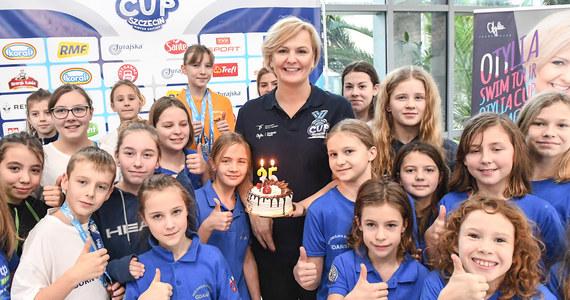 """""""Nasze zawody mają motywować młodych zawodników i pokazywać im atmosferę wielkich imprez jednocześnie dając nadzieję, że w przyszłości mogą być wielkimi mistrzami"""" – mówi mistrzyni olimpijska w pływaniu Otylia Jędrzejczak. W niedzielę w Szczecinie zakończyły się zorganizowane przez jej fundację dwudniowe zawody dla dzieci Otylia Swim Cup."""