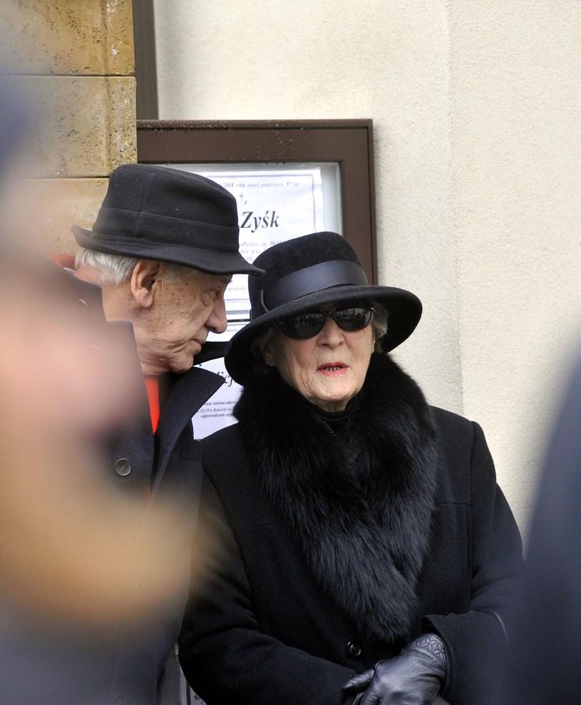 Ikona polskiej piosenki Irena Santor po śmierci swojego długoletniego partnera Zbigniewa Korpolewskiego zdecydowała się opuścić Dom Artystów Weteranów Scen Polskich w Skolimowie i wrócić do Warszawy.