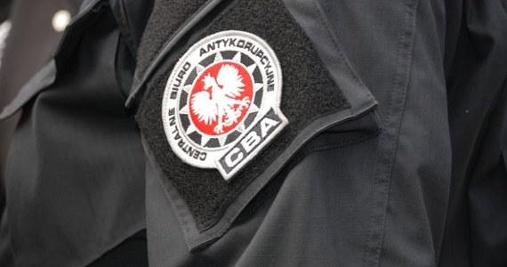 Centralne Biuro Antykorupcyjne zatrzymało osiem osób. Działały one w rolniczej grupie producenckiej podejrzewanej o wyłudzenia środków z Agencji Restrukturyzacji i Modernizacji Rolnictwa. Zatrzymań dokonali agenci lubelskiej delegatury CBA.