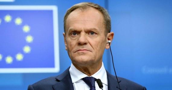 Szef Rady Europejskiej Donald Tusk napisał na Twitterze, że zdecydował o zwołaniu szczytu UE ws. Brexitu w czwartek. Podkreślił, że nie ma mowy o renegocjacji porozumienia UE z Wielką Brytanią, ale jest gotów rozmawiać o tym, jak ułatwić Brytyjczykom ratyfikację umowy.
