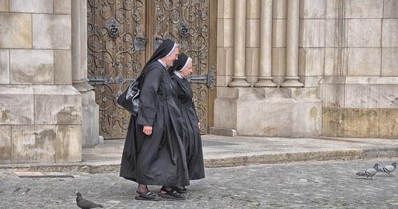 Dwie zakonnice, pracujące w szkole katolickiej w Kalifornii, przyznały się do kradzieży 500 tys. dolarów z kasy placówki. Pieniądze siostry wydały… w kasynie w Las Vegas.