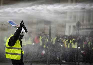 """Protesty """"żółtych kamizelek"""". Macron poprosi bankierów o pomoc"""
