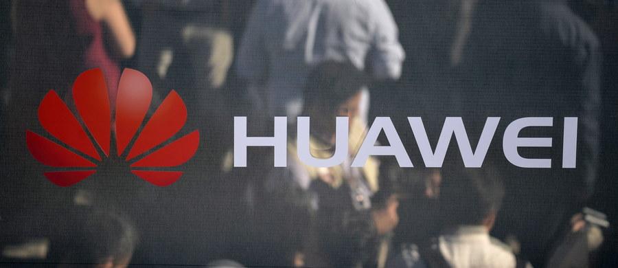 Ottawa wpadła w sam środek sporu handlowego i technologicznego między Stanami Zjednoczonymi a Chinami - podkreślają kanadyjskie media. Wszystko za sprawą aresztowania w Vancouver wiceprezes chińskiego giganta technologicznego Huawei Meng Wanzhou. Kanadyjskie firmy obawiają się teraz reakcji Pekinu.