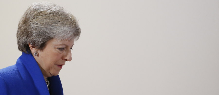 Przeciwnicy Theresy May w jej macierzystej Partii Konserwatywnej zebrali 48 podpisów wymaganych do uruchomienia procedury wyrażenia wotum nieufności wobec szefowej ugrupowania. Głosowanie w tej sprawie odbędzie się już dzisiaj wieczorem. Zwyczajowo szef partii, który przegrywa takie głosowanie, ustępuje również ze stanowiska premiera.