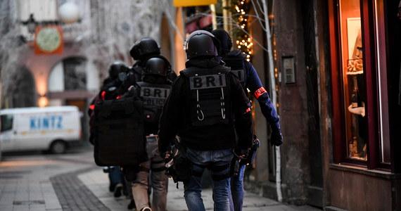 Atak w Strasburgu pokazuje, jak mądrą politykę prowadzi rząd Prawa i Sprawiedliwości - ogłosił szef Komitetu Stałego Rady Ministrów Jacek Sasin. We wtorek w pobliżu jarmarku bożonarodzeniowego w centrum Strasburga nieschwytany dotąd napastnik otworzył ogień do ludzi: zabił co najmniej dwie osoby, trzynaście ciężko ranił.