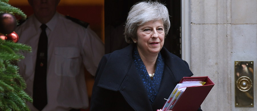 """Brytyjska premier Theresa May oceniła w środę, że rozpisanie przedterminowych wyborów parlamentarnych """"nie byłoby w interesie narodowym"""". Wykluczyła także organizację drugiego referendum w sprawie wyjścia Zjednoczonego Królestwa z Unii Europejskiej."""