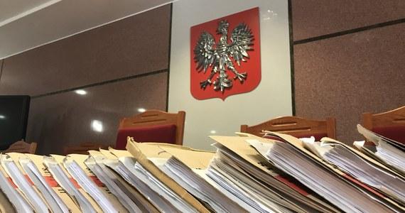 Nie ma paraliżu wymiaru sprawiedliwości z powodu protestu pracowników sądów - przekonywał w Sejmie wiceminister sprawiedliwości Michał Wójcik. Przez posłów opozycji był jednak krytykowany za niewystarczające działania resortu sprawiedliwości wobec rosnącej liczby zwolnień lekarskich urzędników.