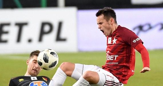 Wisła Kraków nie zmieni w najbliższym czasie właściciela. O fiasku negocjacji z konsorcjum czterech małopolskich biznesmenów poinformował krakowski klub za pośrednictwem serwisu społecznościowego. Zadłużona Wisła może nie dokończyć sezonu w piłkarskiej ekstraklasie.