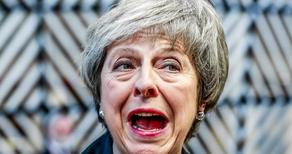 To nie był dobry tydzień dla Theresy May. Zaczął się nie najlepiej, a skończył jeszcze gorzej. Wprawdzie premier wygrała głosowanie nad wotum nieufności w strukturach własnej partii, brexit nieprzerwanie spędza jej sen z powiek. 60 milionów Brytyjczyków ma ze snem podobne kłopoty.