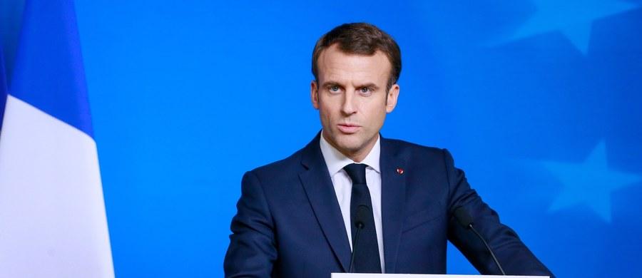 """Prezydent Emmanuel Macron oświadczył, że Francja """"potrzebuje ładu, powrotu do normalności i spokoju"""". W sobotę około 8 tys. policjantów i 14 pojazdów opancerzonych będzie w Paryżu pilnować porządku podczas kolejnego protestu """"żółtych kamizelek""""."""