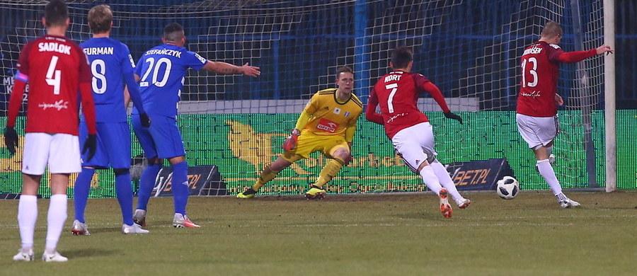 Wisła Kraków zwyciężyła w pierwszym meczu 19. kolejki Ekstraklasy z Wisłą Płock. Zwycięstwo krakowian jest o tyle cenne, że podopieczni Macieja Stolarczyka odnieśli je na wyjeździe.