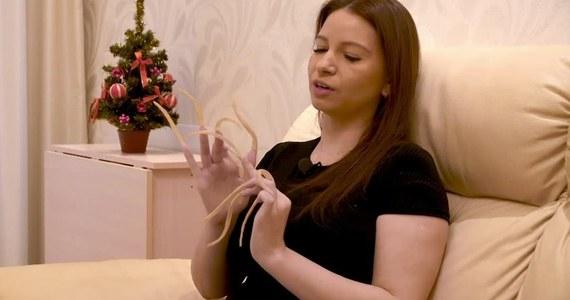 """Rosjanka z Sankt Petersburga uwielbia siłownię i… bardzo długie paznokcie. """"Teraz mają one 86 centymetrów łącznej długości""""."""