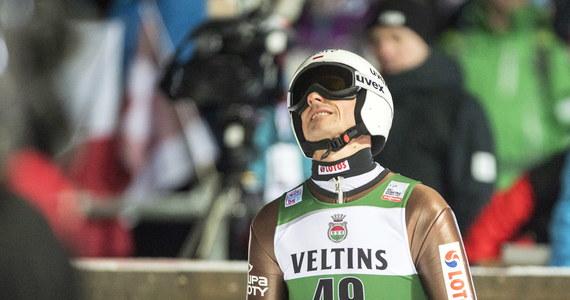 Piotr Żyła powalczy w niedzielnym konkursie Pucharu Świata w skokach narciarskich w Engelbergu o kontynuację dobrej passy z ostatnich tygodni. 31-letni Polak w trzech poprzednich zawodach cyklu stawał na podium. W tym sezonie rzeczywiście imponuje formą. Jego najsłabszym wynikiem jest, jak na razie, szósta lokata z inauguracji w Wiśle. Ostatnio zaś nie zwalnia tempa - w Niżnym Tagile był drugi i trzeci, a w sobotę w Engelbergu drugi. Wcześniej na tym obiekcie ani razu nie znalazł się w Top3.