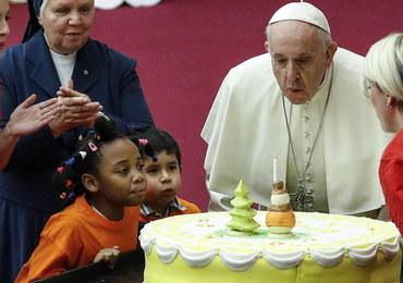 Papież Franciszek dostał na urodziny tort ze swoją podobizną