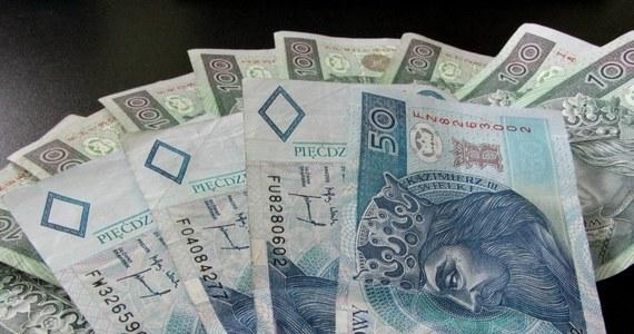 Zagadkowa kradzież pół miliona złotych w Toruniu. Suma zniknęła z kantoru wymiany walut w centrum handlowym. O kradzieży poinformował pracownik placówki.