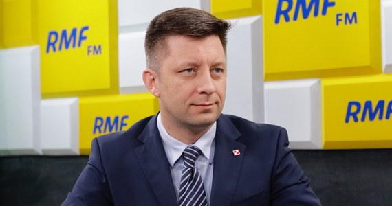 """Czy za prąd zapłacimy więcej? """"Odpowiedź na to pytanie dali premier Morawiecki i prezes Kaczyński, mówiąc jednoznacznie, że podwyżek nie będzie"""" - powiedział w Porannej Rozmowie w RMF FM Michał Dworczyk proszony o wyjaśnienie, jakie są ostatnie ustalenia rządu w sprawie podwyżek cen prądu. Szef kancelarii premiera odniósł się także do uchwały Rady Warszawy, która obniżyła bonifikatę przy przekształceniu prawa własności z planowanych 98 proc. na 60 proc. """"Premier polecił wojewodzie, żeby przeanalizować ją pod kątem tego, czy jest zgodna z prawem"""" – podkreślił Michał Dworczyk."""