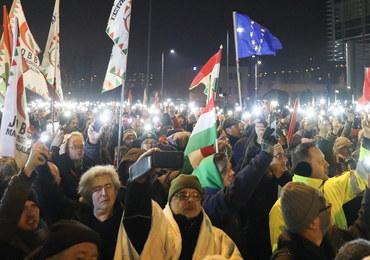 """Kolejne protesty na Węgrzech. Ludzie sprzeciwiają się """"ustawie niewolniczej"""""""
