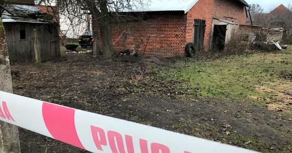Policja zatrzymała rodziców Dawida W., podejrzanego o pomocnictwo w zabójstwie swoich czworga dzieci w Ciecierzynie - poinformował rzecznik opolskiej prokuratury Stanisław Bar.