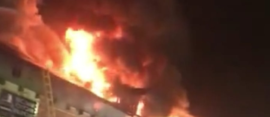 Pożar klubu w Tomaszowie Mazowieckim. Zapalił się budynek przy ulicy Barlickiego. Informację dostaliśmy na Gorącą Linię RMF FM.