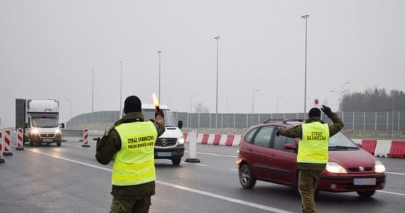 Prawie 200 tysięcy osób skontrolowali na granicach strażnicy w trakcie szczytu klimatycznego ONZ, który zakończył się w Katowicach. Od 22 listopada, dla zapewnienia bezpieczeństwa tej imprezy w Polsce tymczasowo przywrócono graniczne kontrole. Funkcjonariusze zatrzymali ponad 300 osób, do Polski nie wpuścili blisko 40.
