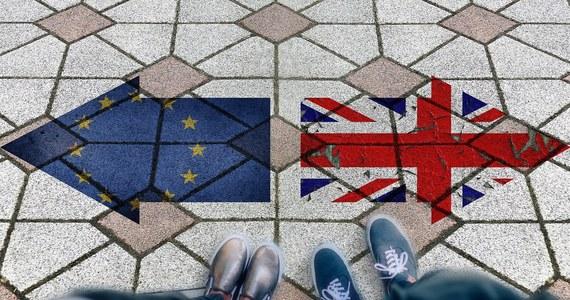 Komisja Europejska zdecydowała się przyspieszyć przygotowania do scenariusza, w którym Wielka Brytania wychodzi z Unii Europejskiej bez umowy regulującej warunki brexitu. Ten unijno-brytyjski rozwód ma nastąpić za 100 dni.