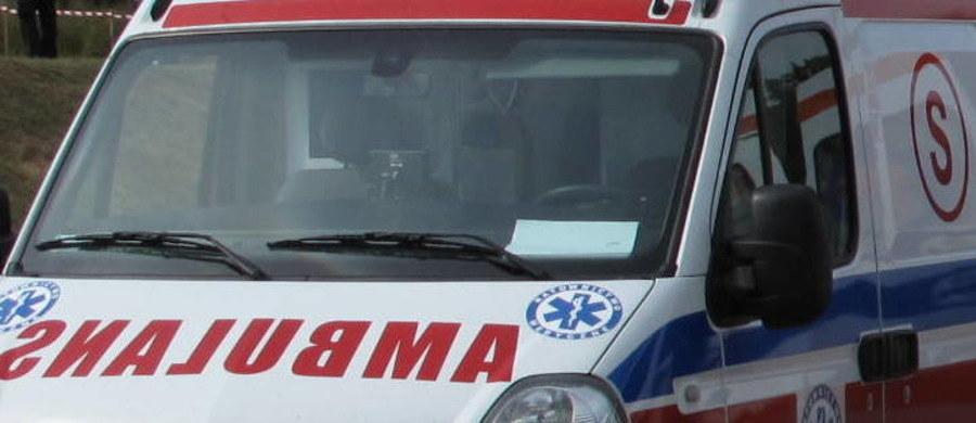 Tragedia na budowie przy ulicy 6 sierpnia w Łodzi. 38-latek zmarł podczas ratowania kolegi przysypanego ziemią w wykopie. Drugi z robotników trafił do szpitala .