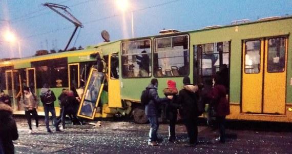 Na ulicy Grunwaldzkiej w Poznaniu zderzyły się trzy tramwaje. Kilkanaście osób zostało rannych, w tym kilka ciężko.