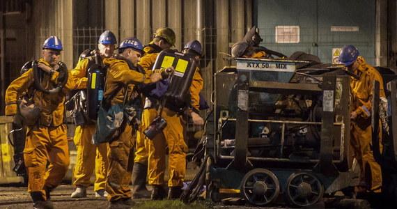 Wybuch metanu w kopalni w czeskiej Karwinie: przynajmniej pięć osób nie żyje, a osiem jest poszukiwanych. Wiele osób jest też rannych. Wśród poszkodowanych są Polacy. Premier Morawiecki napisał na Twitterze, że polscy ratownicy są w drodze do Czech.