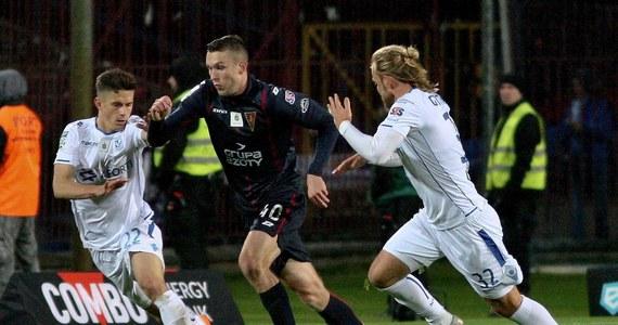 Przed wielką szansą stoi 18-letni Sebastian Walukiewicz: środkowy obrońca Pogoni Szczecin przechodzi przed świętami testy medyczne w Cagliari Calcio. Do klubu włoskiej Serie A - obecnie zajmującego 13. miejsce w tabeli - Polak przeniesie się prawdopodobnie po zakończeniu obecnego sezonu Ekstraklasy.