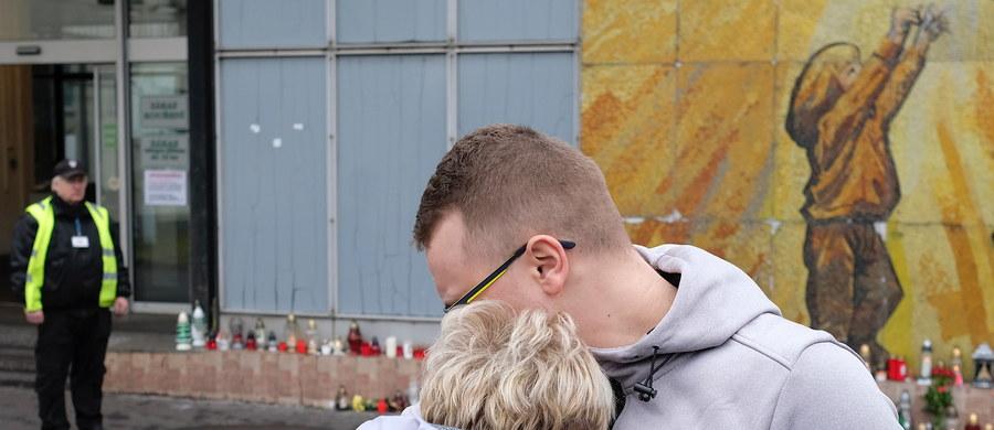 W niedzielę na terenie całego kraju obowiązuje jednodniowa żałoba narodowa. Zarządził ją prezydent Andrzej Duda w związku ze śmiercią 12 Polaków po wybuchu metanu w kopalni węgla kamiennego CSM w Karwinie w Czechach.