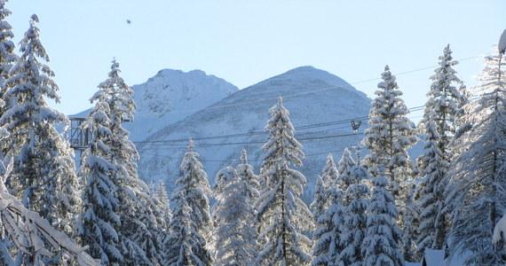 Słowaccy ratownicy górscy odnaleźli w niedzielę ciało porwanego przez śnieżną lawinę dzień wcześniej 39-letniego turysty ze Słowacji. Do tragedii doszło w Dolinie Młynickiej po południowej stronie Tatr Wysokich – poinformowali w niedzielę słowaccy ratownicy górscy.