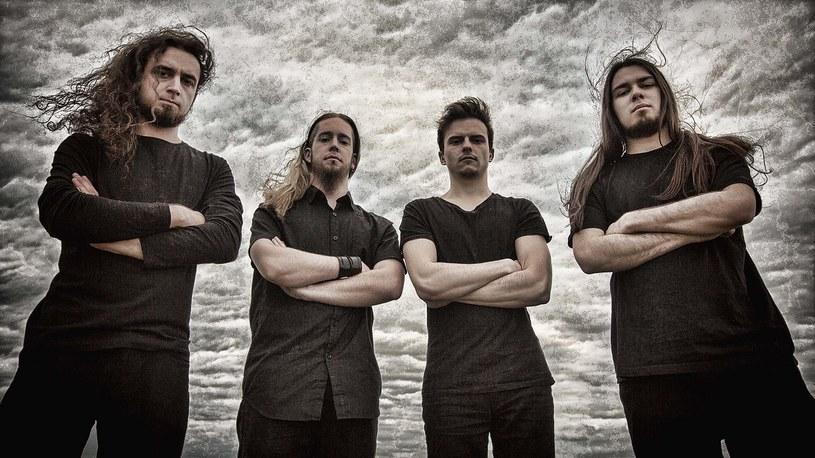 Postępowi deathmetalowcy z francuskiego Fractal Universe podpisali stosowne dokumenty z Metal Blade Records.