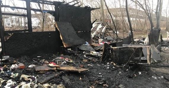 Nocny pożar w Warszawie. W zgliszczach budynku przy ulicy Spedycyjnej straż pożarna znalazła zwłoki 6 osób. W tej sprawie prokuratura wszczęła śledztwo.