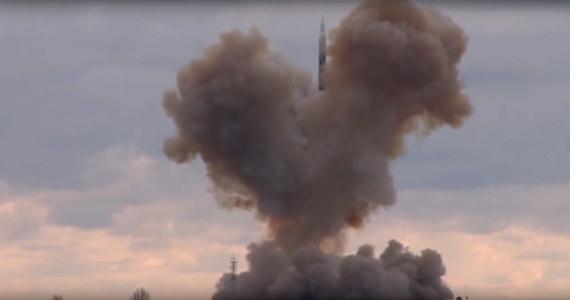 Prezydent Rosji Władimir Putin obserwował w środę udany test nowego systemu rakietowego o prędkości hiperdźwiękowej Awangard - podała agencja RIA. Według Kremla test pocisku odbył się na Dalekim Wschodzie, a Putin obserwował go przez łącze wideo z Moskwy.