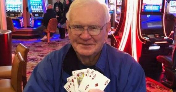 To były wyjątkowe dwa dni w życiu Harolda McDowella. Emeryt najpierw dowiedział się, że jego żona wyleczyła się z nowotworu, a dzień później wygrał w kasynie milion dolarów. Szczęściarz podkreślił, że ważniejsza niż nagroda pieniężna jest dobra wiadomość o stanie zdrowia jego żony.