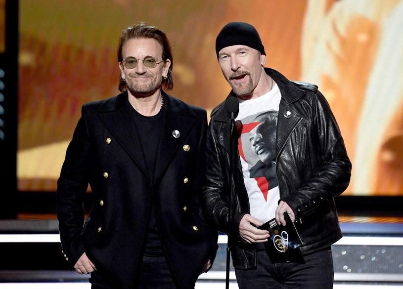 Setki osób uczestniczyło w kolędowaniu w Dublinie, gdzie pojawili się m.in. Bono i The Edge z U2, Glen Hansard, Imelda May i Damien Rice.