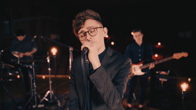 """Poniżej możecie zobaczyć wideo do singla """"Wodospady"""", który zapowiada debiutancki album """"Głodny"""" pochodzącej z Żywca grupy Sonbird."""