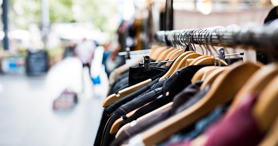Litwini w polskich sklepach w 2018 roku wydali rekordową sumę 360 mln euro, czyli o 4,6 proc. więcej niż w roku ubiegłym. W Polsce kupują głównie meble, materiały budowlane, artykuły gospodarstwa domowego oraz żywność - informuje litewski portal 15min.lt.