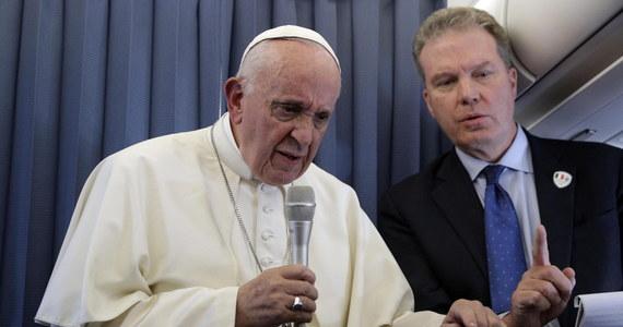 Papież Franciszek przyjął rezygnację złożoną przez rzecznika Watykanu Grega Burke' a i jego zastępczynię Palomę Garcię Ovejero. Biuro prasowe Stolicy Apostolskiej nie podało przyczyn tej dymisji.