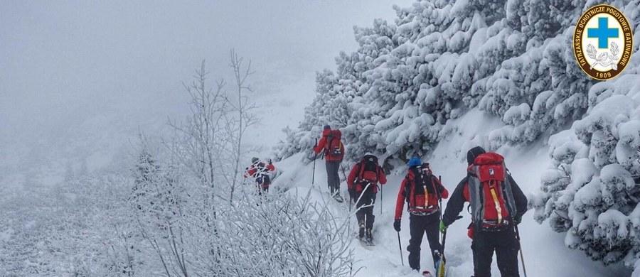 Ratownicy TOPR-u odnaleźli narciarza tourowego, który zaginął w rejonie Pośredniego Goryczkowego Wierchu niedaleko Kasprowego Wierchu.