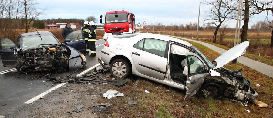 Trzy osoby zostały ranne w wypadku w Turbi koło Stalowej Woli na Podkarpaciu. Zderzyły się tam cztery auta osobowe.